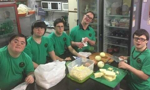 Jovens com Síndrome de Down abrem pizzaria e viram empreendedores 1